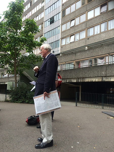 From Martyrs to Modernism  Heritage Talk and Walk. Southwark Historian Stephen Humphrey, Wendover, Aylesbury Estate 2015. Phot Julia Honess